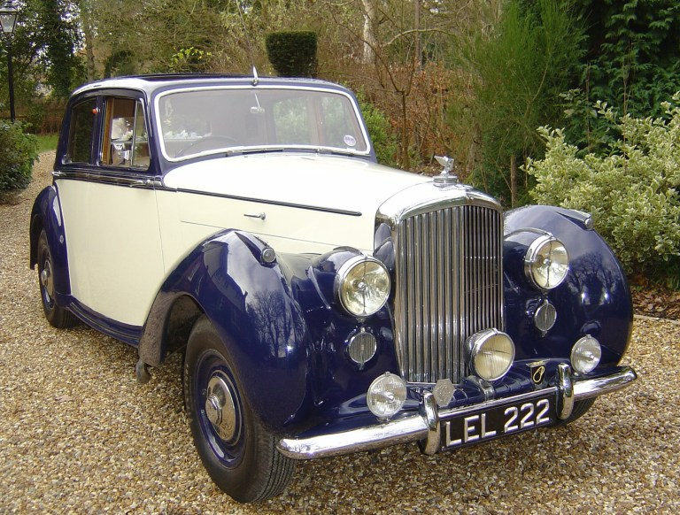 bentley-saloon-1951-leonard-ready-for-the-big-day