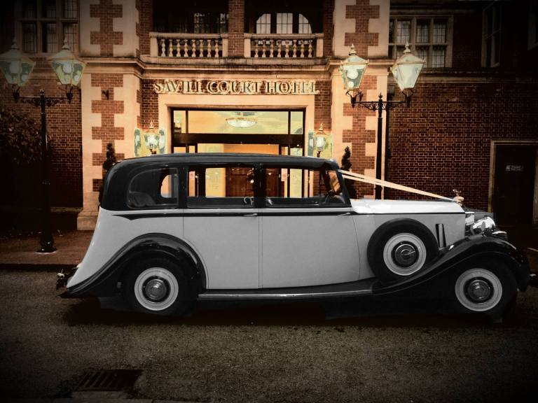rolls-royce-1939-wraith-victoria-outside-savill-court-hotel