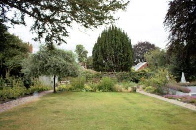 Karen Kennedy of Indigo Rye's garden for Charis White blog