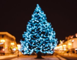 christmas-greeting-card-blurry-holidays-by-house.jpg