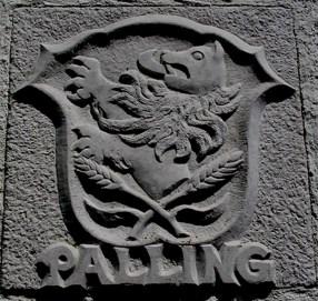 Wappen, cremefarbener Kalkstein
