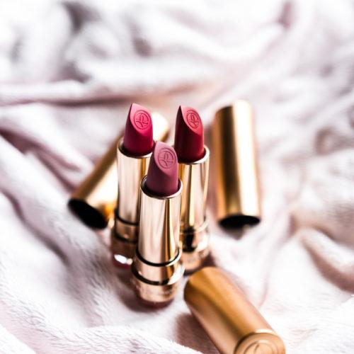 Cosmetique - Charlène Telhier, Photographe nature morte basé sur Paris, rouge à lèvre, élégance, rouge, prune, simplicité, créativité