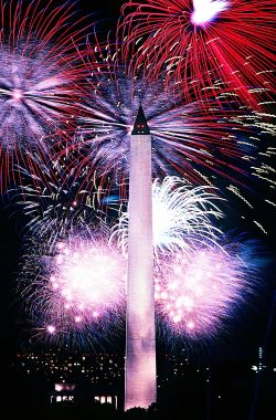 Fourth_of_July_fireworks_behind_the_Washington_Monument,_1986_t