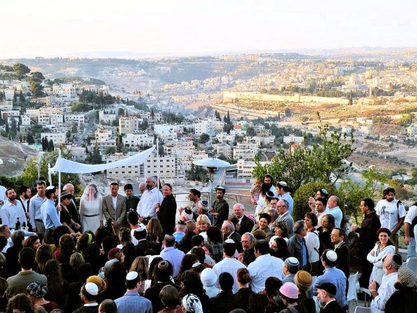 PikiWiki_Israel_38201_Wedding_at_Sunrise_in_front_of_the_Temple_Mount_t