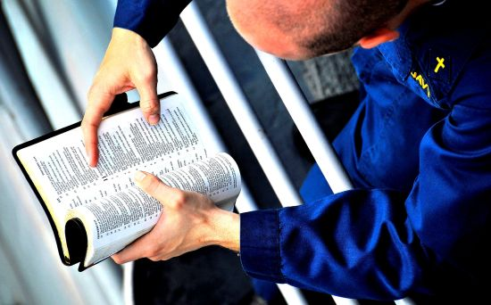 Seize Opportune Moments to Read the Bible.