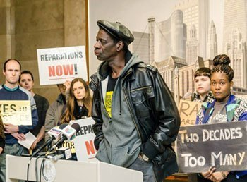 """Darrell Cannon, tortured and framed by Chicago cops in 1983, talks to the press in January. The Chicago City Council voted May 6 to pay reparations to some of the roughly 120 victims of police commander Jon Burge and his """"Midnight Crew"""" gang from 1972 to 1991. – Photo: Chicago Torture Justice Memorials - Truth and Torture in Chicago"""