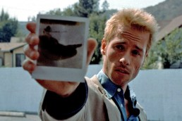 Fascinated by forgetting - Guy Pearce in Memento