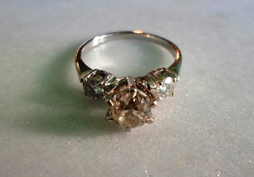 lot-330-three-stone-diamond-ring