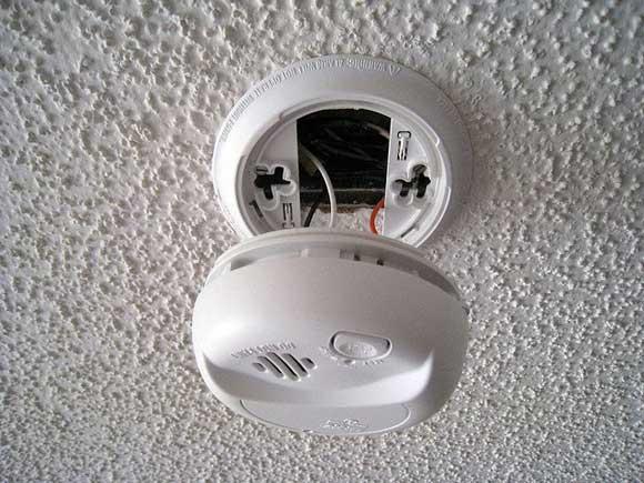 smoke-detector-battery.jpg