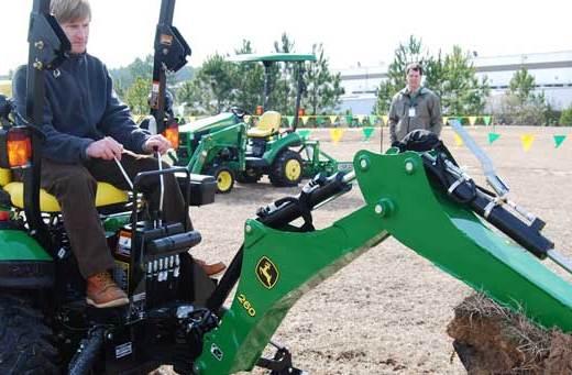 john-deere-factory-tour-tractor