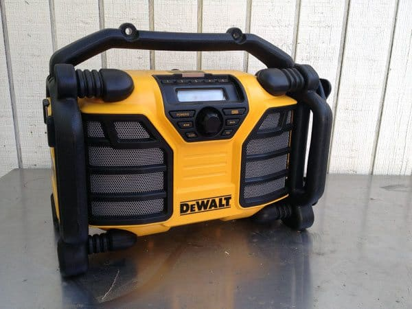 dewalt-dcr015-worksite-radio
