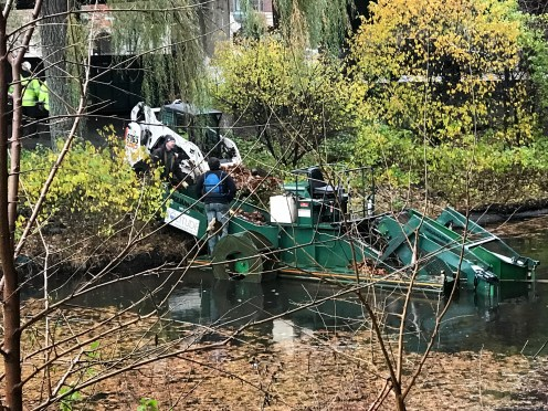Cleanup equipment in the Muddy River
