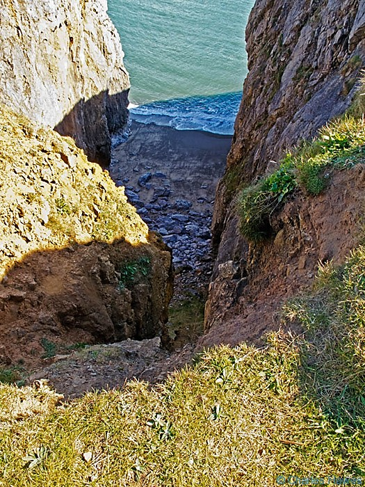 Cliff top view to sea on the Wales Coast Path, Pembrokeshire, near Lydstep. Image by Charles Hawes