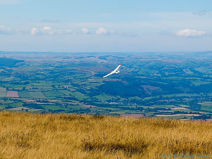 Glider over The Black Mountains near Rhos Dirion, photographed by Charles Hawes