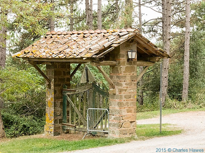 Entrance to Villa San Michele, Lamole ring walk, Chianti, Tuscany, photographed by Charles Hawes