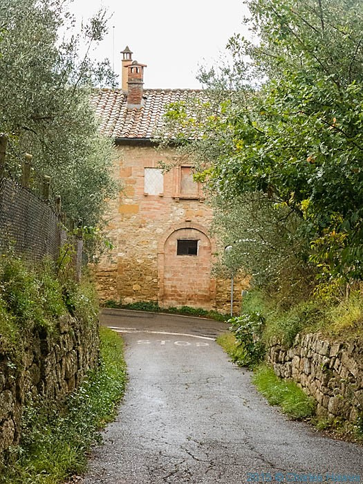 House outside Pienza, Tuscany, photographed by Charles Hawes