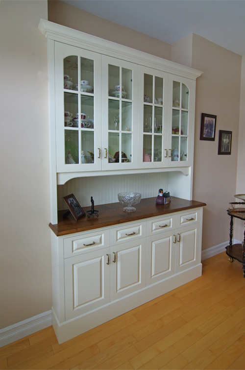 Custom Cabinetry Throughout Home  Looks Like New 10 Years