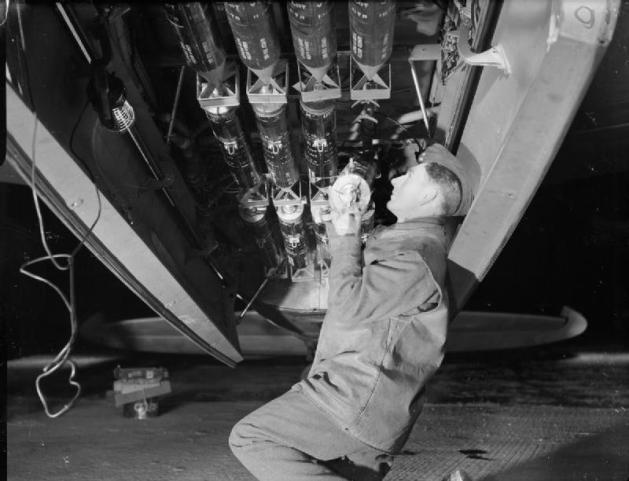 Mosquito_photo-reconnaissance_photoflash_bomb_loading_WWII_IWM_C_4998