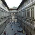 500px-Galleria_degli_Uffizi_court_crop
