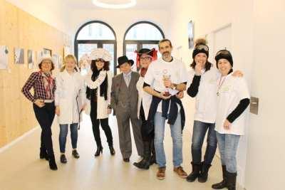 Photo du personnel et de professeurs déguisés  déguisépHOTO
