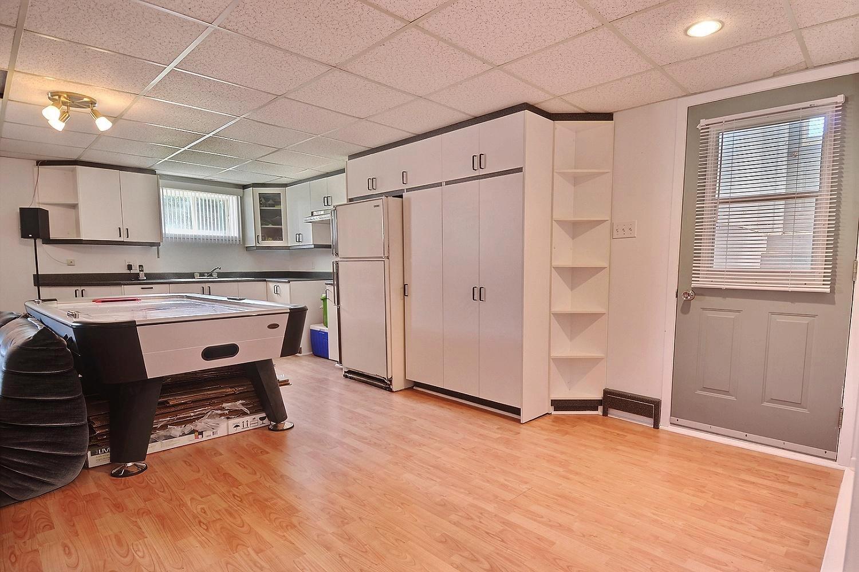 nouveau jolie bungalow mirabel avec logement interg n ration 4 1 2 au sous sol charles. Black Bedroom Furniture Sets. Home Design Ideas