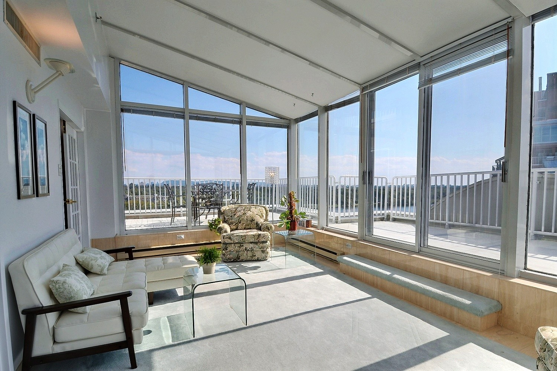 VENDU Penthouse de 2 chambres  Laval  Charles Perreault