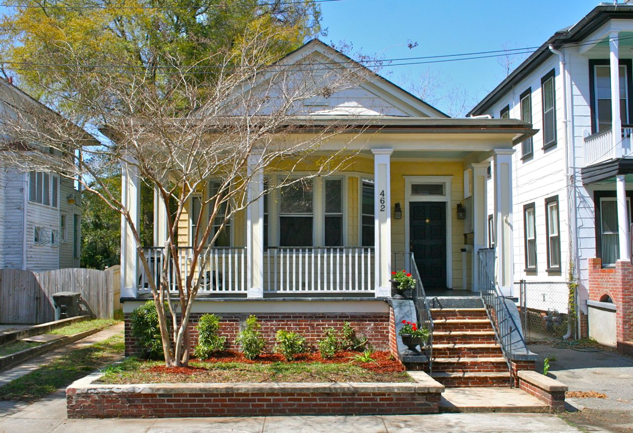 Classic 1930s bungalow at 462 huger st charleston sc in for Charleston home and design