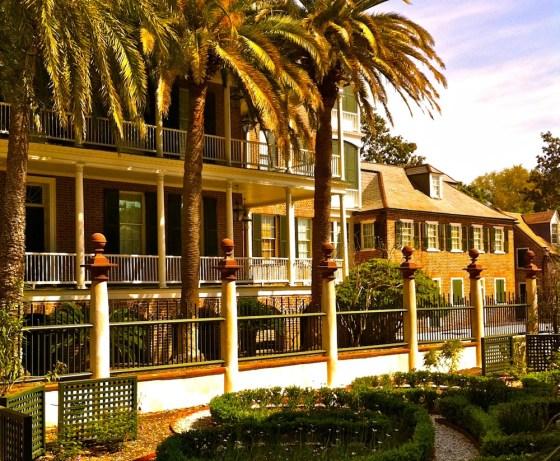 pineapple-gate-house-charleston-sc
