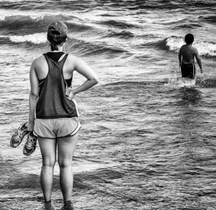 runner_at_the_lake_bw
