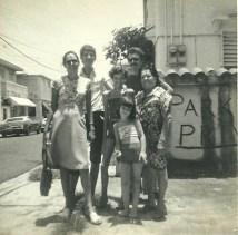 Mi Mama, Yo, Mi hermana la nina Mayleen, Mi padrastro Neil y mi Abuela