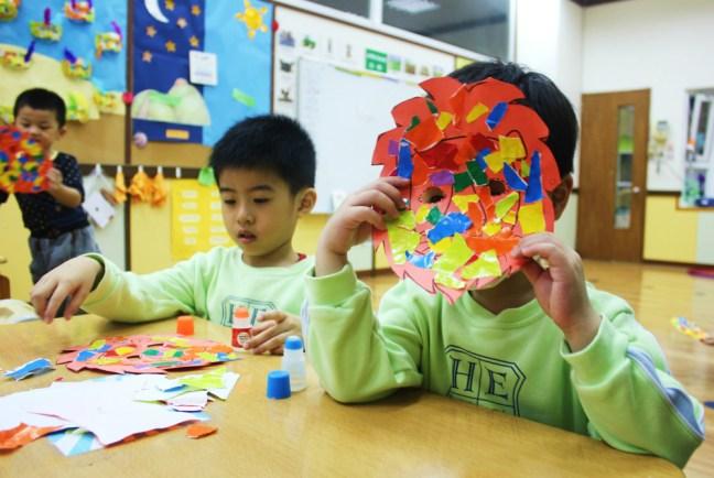 Teaching English in Taiwan - Charlie on Travel - Making animals masks