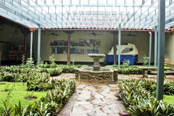 Art gallery Leon Nicaragua - Charlie on Travel