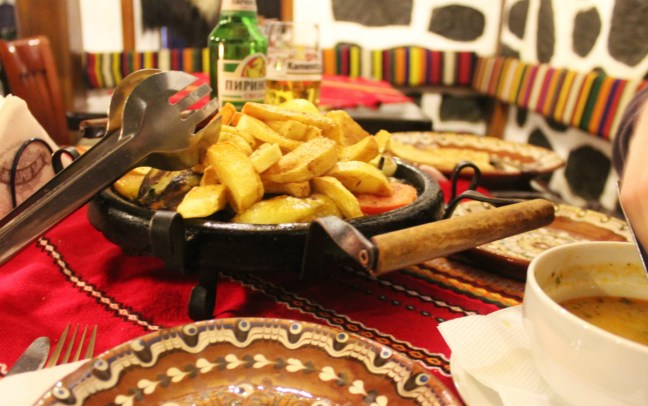 Chips on my veggie hotplate in Bansko Mehana Banski Han - Charlie on Travel