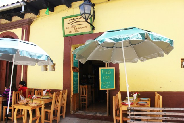 san-cristobal-de-las-casas-mexico-best-vegetarian-pizza-and-pasta-at-napoli-charlie-on-travel