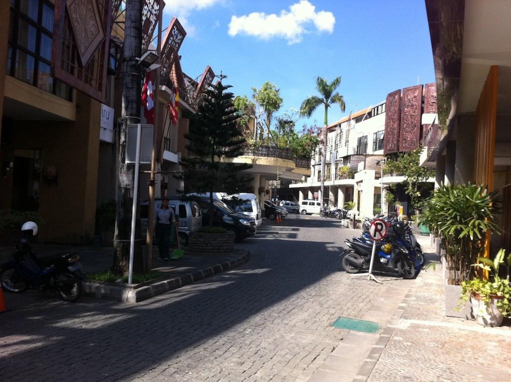 Bali_Hotel-Street1