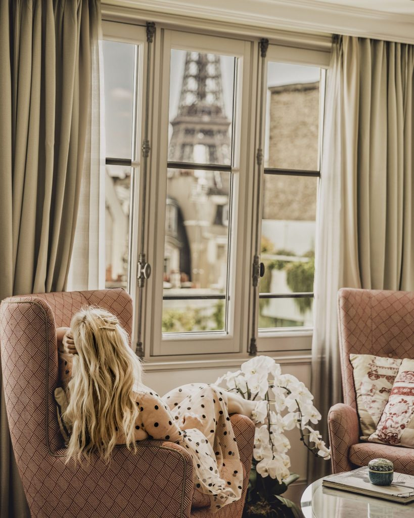where to stay in paris near the eiffel tower