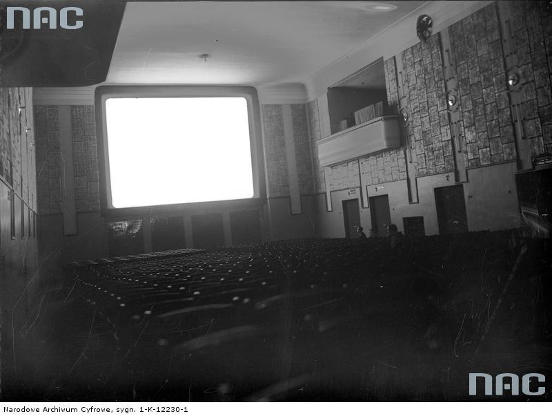 """Na zdjęciu kino """"Wanda"""" - 1936 rok. Źródło: http://www.audiovis.nac.gov.pl/obraz/155406/b64c5be2a9063e8e0d3ec219cef35d63/"""
