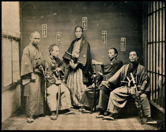 Grupka japońskich samruajów. Około 1870 roku.