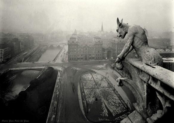 Spoglądając na Paryż. Pierre-Yves Petit dit Yvon, 1920