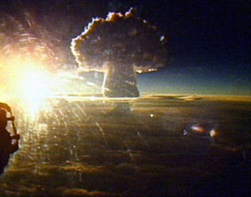 Grzyb atomowy po wybuch Car-bomby widziany z odległości 160 kilometrów! Chumra ma wysokość 56 kilometrów. 30 października 1961 roku.