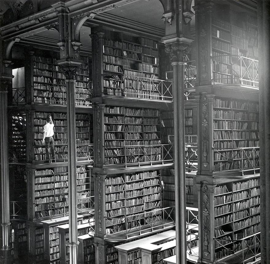 Dzisiejszy wpis zdominują zdjęcia vintage, głównie z rodzaju WTF?! Ale na początek macie piękną bibliotekę. Źródło: http://www.architecturendesign.net/50-of-the-most-majestic-libraries-in-the-world/