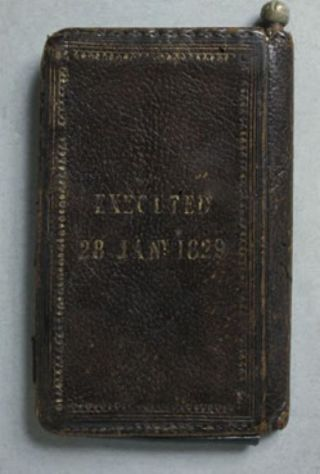 Książka oprawiona w skórę z miłości. Źródło: http://io9.com/5881006/in-the-1800s-binding-a-book-your-own-dead-skin-made-a-lovely-gift