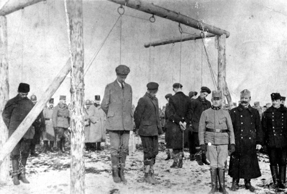 Egzekucja Serbów podejrzanych o szpiegostwo. Źródło: http://www.theatlantic.com/static/infocus/wwi/introduction/