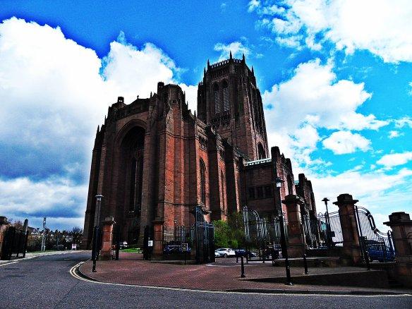 Monumentalna liverpoolska katedra. Naprawdę przecudny budynek.