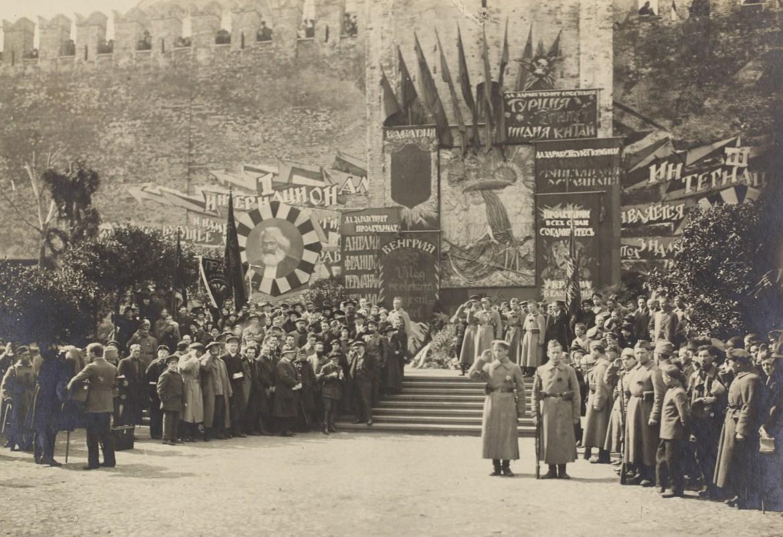 1 maja na placu Czerwonym 1919. Źródło: https://flic.kr/p/odpTqC