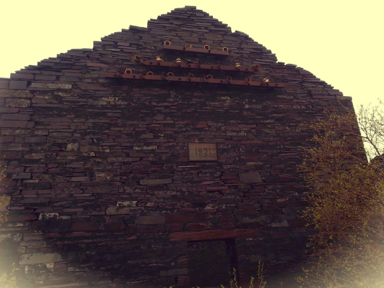 Dom, a raczej jego ściana.