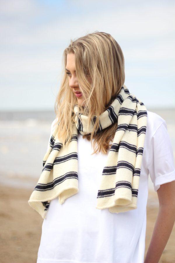Char Knitwear Steer scarf