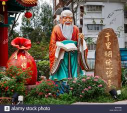 statue-of-yue-laou-the-old-man-of-moonlight-of-chinese-poetry-and-bxpw86