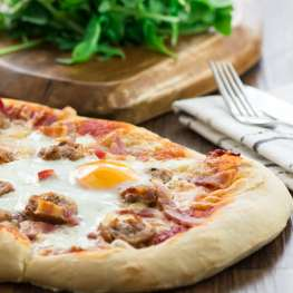 All-day brekfast pizza 3