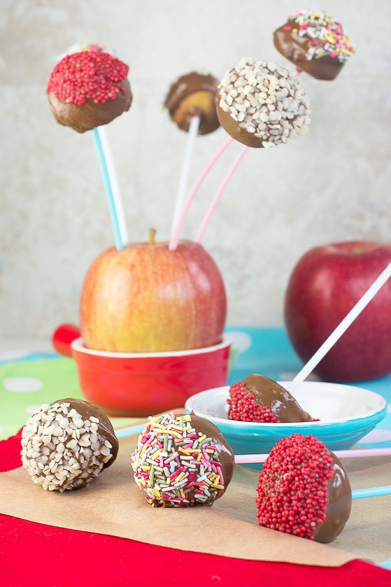 How to make these cute and fun chocolate apple pops, perfect for Halloween or Guy Fawkes Night celebrations.